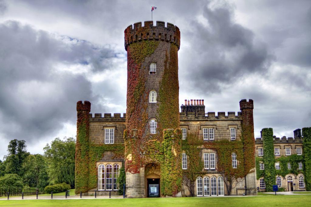 Великобритания. Северный Йоркшир. Замок Суинтон-Парк. Стоимость двухместного номера за ночь варьируется от £240 до £550. (Tom Blackwell)