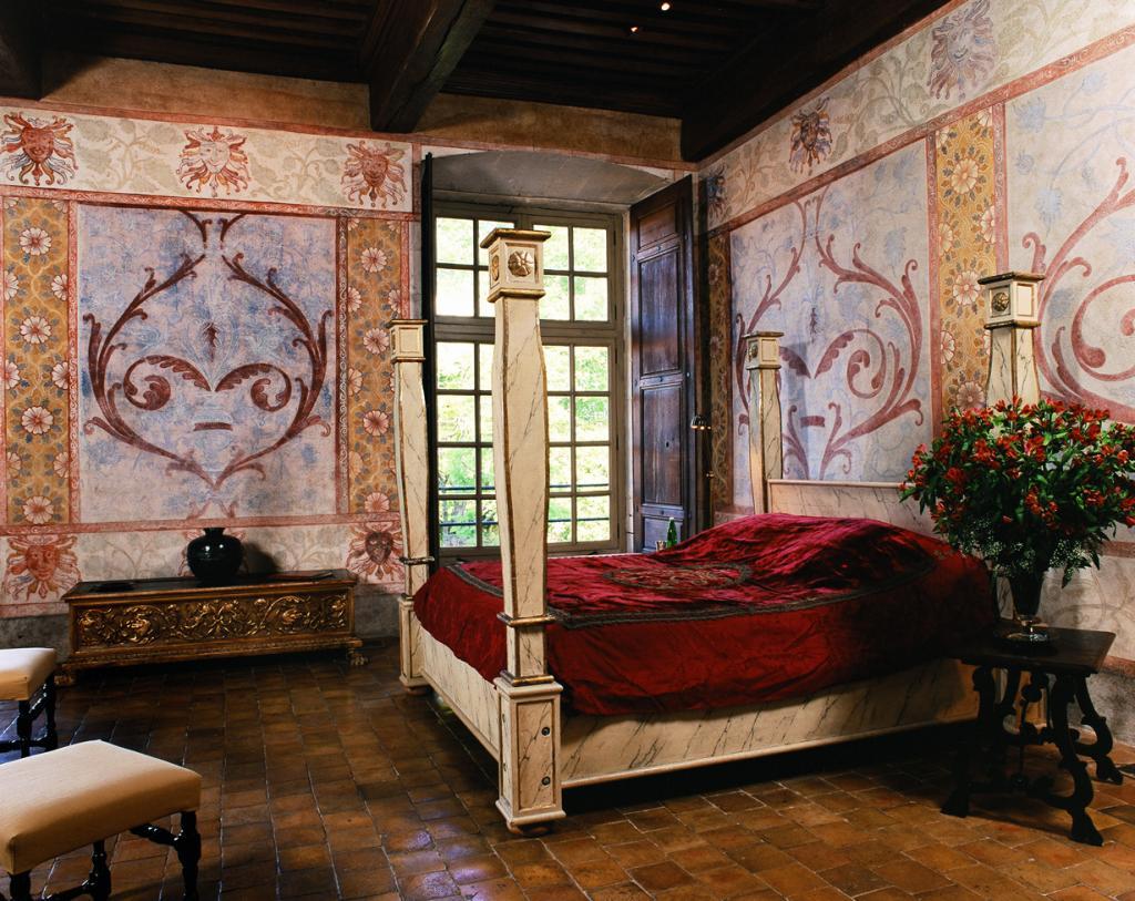 Франция. Замок Шато де Баньоль. Здание было построено в 13 веке. Стоимость номера за ночь — от £300. (Corona Mejora Tu Vida CORONA)