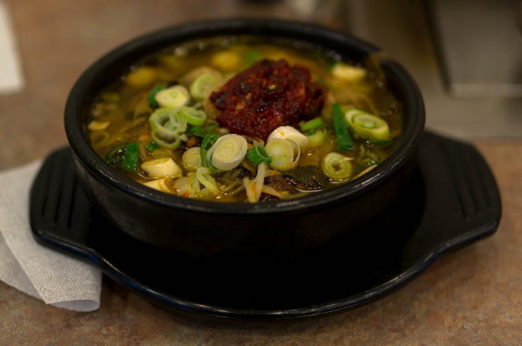 В Корее после пьянки употребляют блюдо под названием хэджангук, перевод которого означает «суп для лечения похмелья». (Joshua Colclasure)