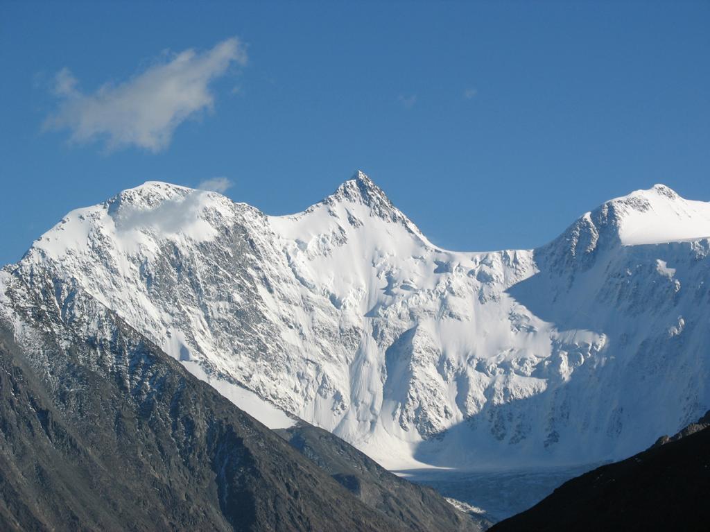 Россия. Гора Белуха (4509 м над уровнем моря). Объект считается наивысшей точкой Горного Алтая. Лучшее время для восхождения — с июня по сентябрь. Классическая программа восхождения рассчитана на 12 дней. (Elgin Yuri)