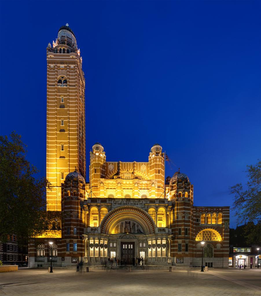 Великобритания. Лондон. Вестминстерский собор. Строительство здания, которое является главным католическим храмом Англии и Уэльса, началось 1895 году. Однако, строительные работы над собором так и не были закончены и ведутся по сей день. В основном, это отделка внутреннего интерьера. (Diliff)