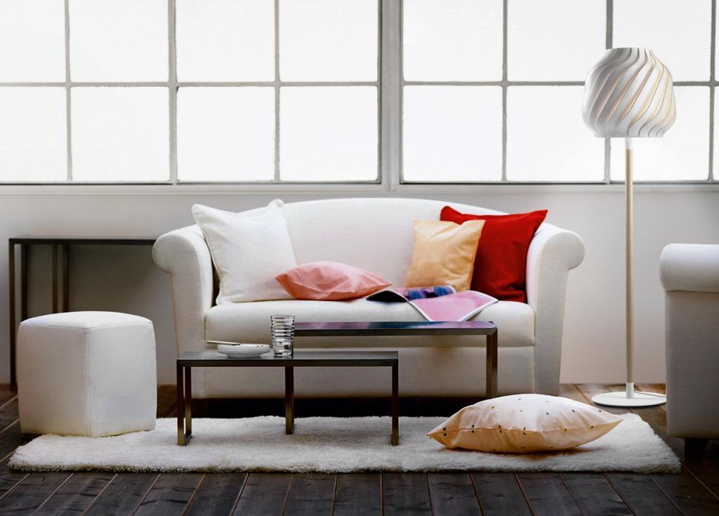 «Испытатель» мебели. Покупая новый диван или кресло, мы тестируем товар на прочность, мягкость и другие аспекты качества. Однако существуют люди, для которых это профессия. В перечень их обязанностей входит лежание/сидение на испытуемых моделях, а также оценка качества и безопасности мебели. Подобные процедуры выполняются, прежде чем товар поступит в магазины. (outreachr)