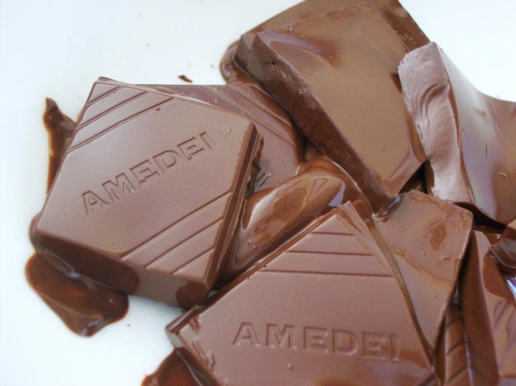 1 место. Amedei (Италия). История компании берёт своё начало с 1990 года. Продукция Amedei неоднократно признавалась лучшей в мире. На сегодняшний день некоторые позиции Amedei являются самыми дорогими в мире. (Sarah R)