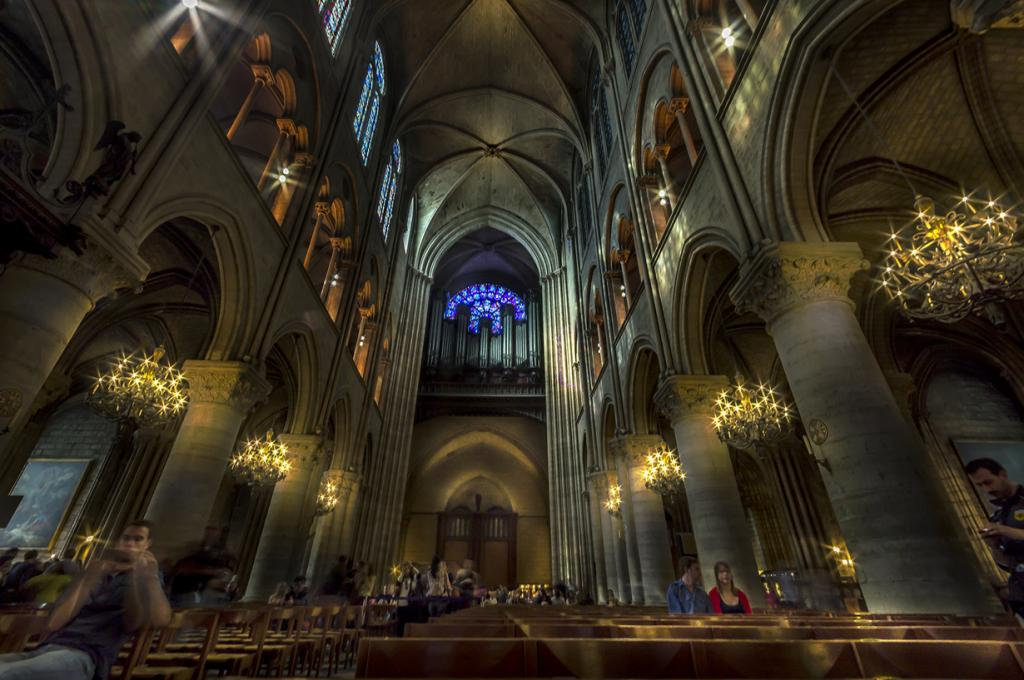 Собор Парижской Богоматери. Архитектурный стиль — готика. (Luc Mercelis)