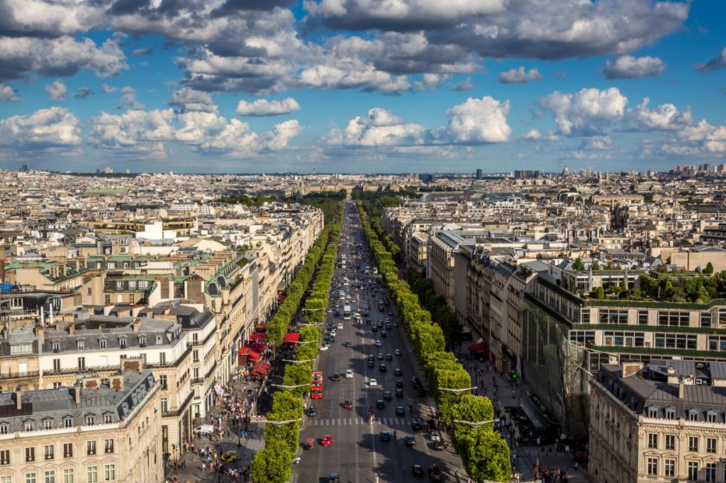 Франция. Париж. Елисейские Поля. (Jonathan)