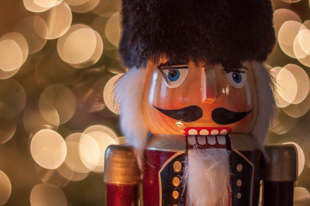 Щелкунчик. Родиной деревянной куклы-карикатуры является небольшой немецкий город Зайфен. (Conrad Kuiper)