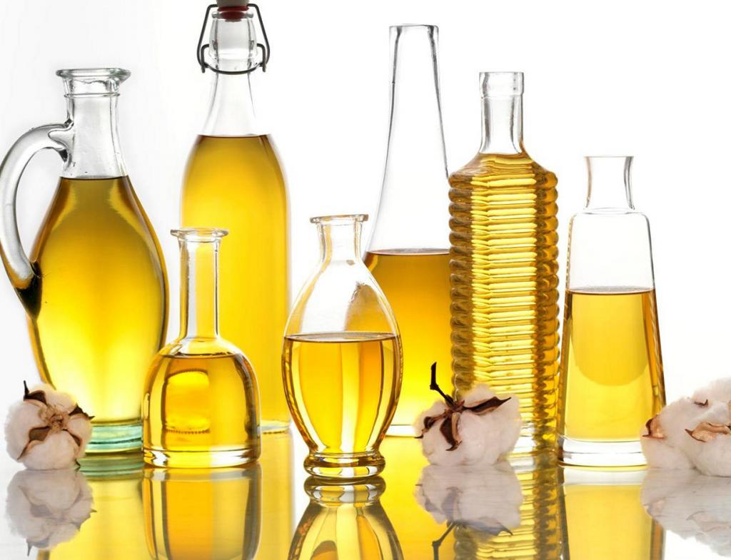 Растительное масло. В процессе приготовления масло повергают ряду вредных процессов, включая использование химикатов. К тому же, масло содержит высокий уровень Омега-6-ненасыщенных жирных кислот. Чрезмерное и частое употребление масла ведёт к проблемам с сердцем и другим заболеваниям. (Cottonseed Oil)