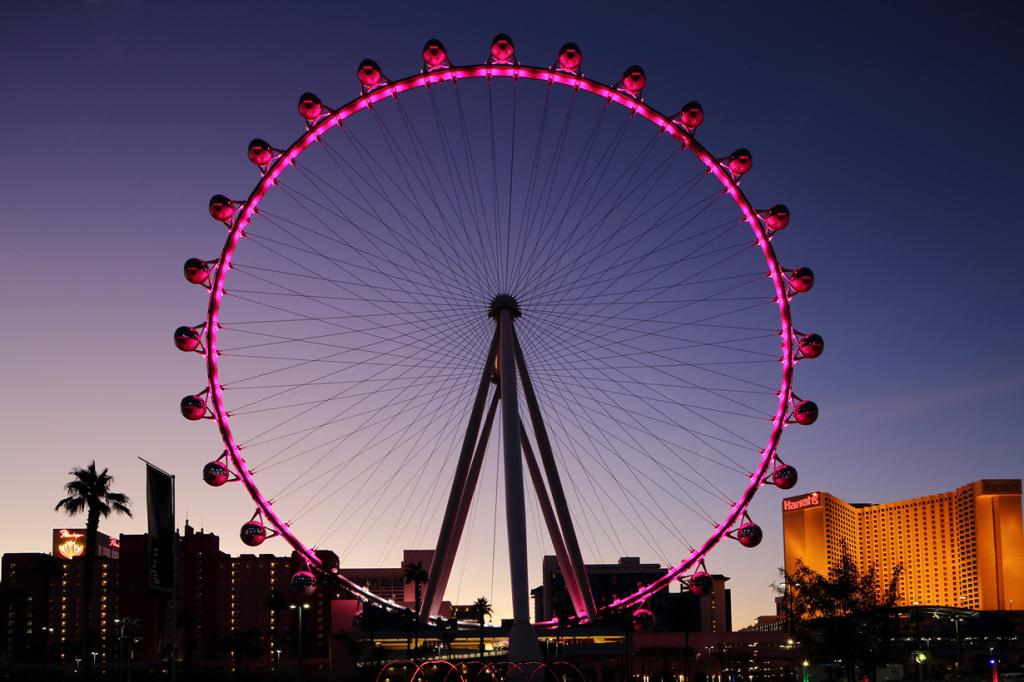 США. Лас-Вегас, Невада. Колесо обозрения High Roller. Аттракцион был открыт для посетителей 31 марта 2014 года, став самым высоким в своём роде. (Don McCullough)