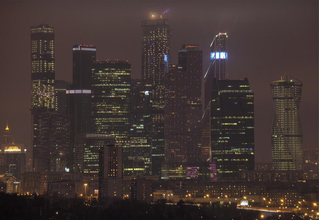Россия. Москва. Южная башня комплекса ОКО (слева). Высота: 352 м. (Igor508)