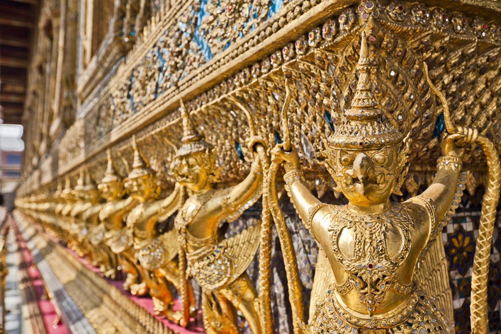 Таиланд на ряду со всеми азиатскими странами является относительно недорогим направлением для отдыха. Большое количество местных достопримечательностей и экзотика придутся по душе каждому. На фото: храм Ват Пхра Кео. (Joe Stump)