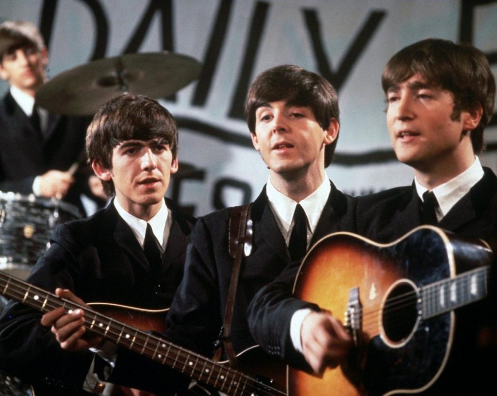 В 1960 году двое участников группы The Beatles Пол Маккартни и Пит Бест были депортированы из Германии за поджигание презерватива. (Roger)