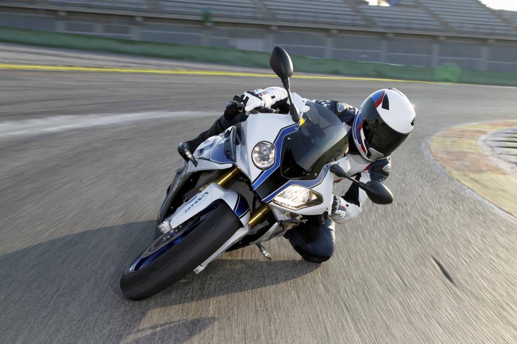 BMW S1000RR. Максимальная скорость мотоцикла — 299 км/час. (Automotive Rhythms)