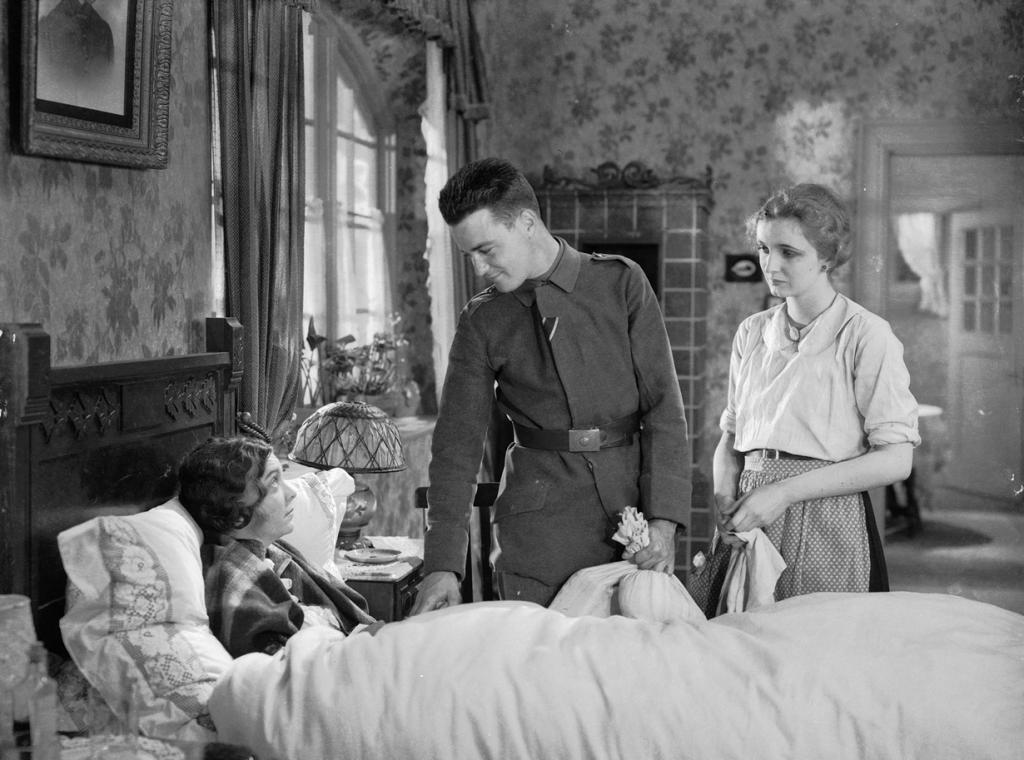 «На западном фронте без перемен», 1930 год. Режиссёр: Льюис Майлстоун. (Кадр из фильма)