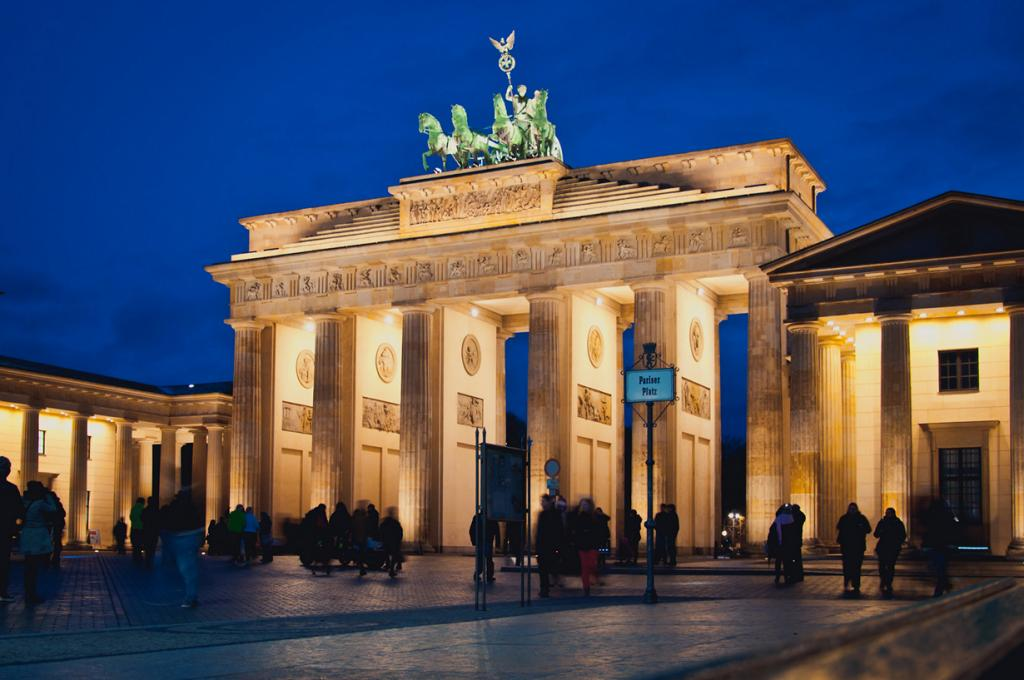 В разное время столицей Германии были Ахен, Регенсбург, Франкфурт-на-Майне, Нюрнберг, Веймар, Бонн и Берлин. (Hendrik Terbeck)