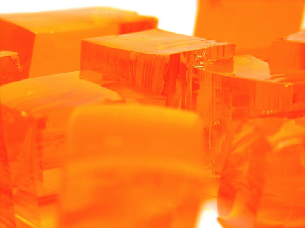 Желатин получают из коллагена, продукта переработки соединительной ткани животных. (Matt Reinbold)