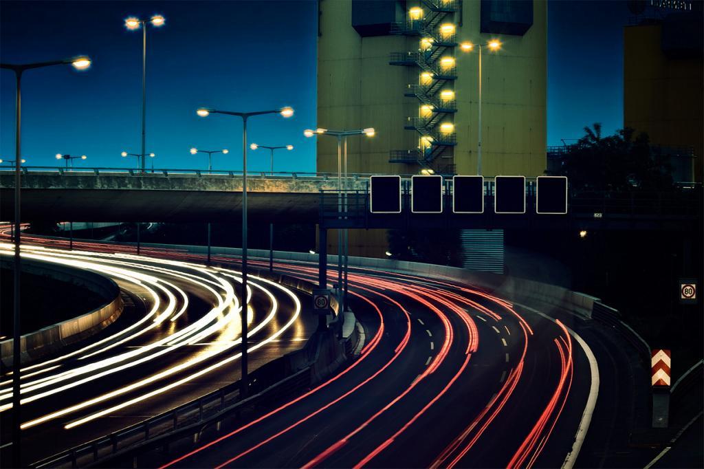 В Германии остановка на автобане по причине истощения запасов топлива является административным правонарушением и карается штрафом. (Andreas Levers)