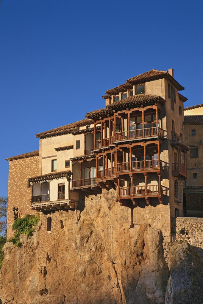 Испания. Куэнка. Висящие дома. Постройки включены в список объектов Всемирного культурного наследия. (Tomás Fano)