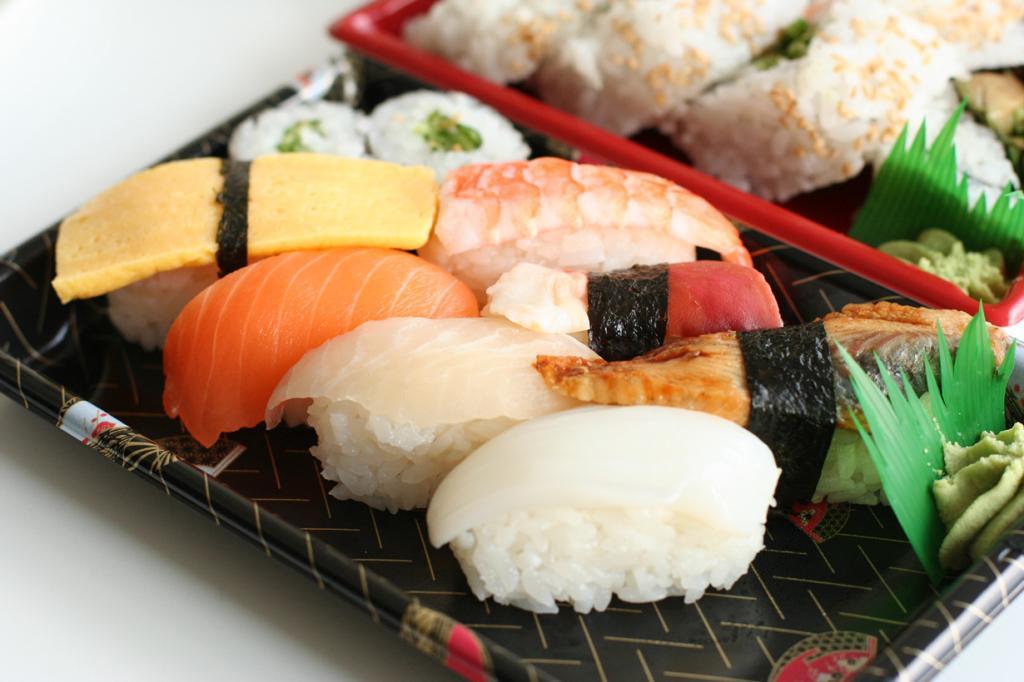 Сырая рыба. В Японии беременные женщины в порядке вещей едят суши или сашими. Однако в нашей стране подобные яства являются рискованным удовольствием. Морепродукты, не прошедшие термическую обработку, могут содержать бактерии листерии и привести к листериозу плода. (Geoff Peters)