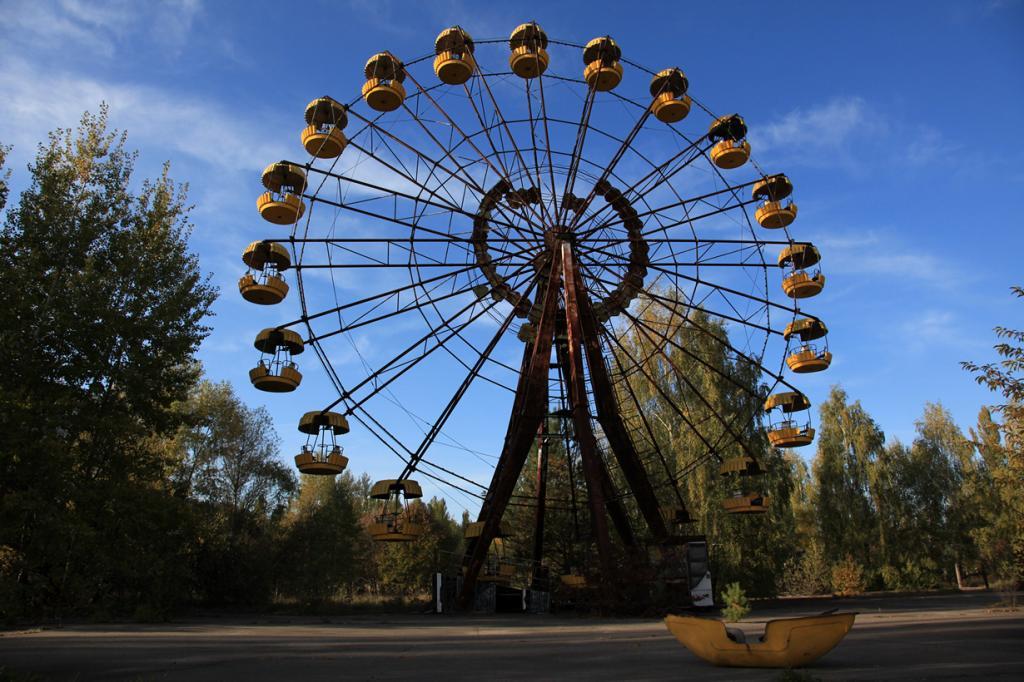 Было очевидно, что Чернобыльская катастрофа затронет соседние города, но не настолько, как это произошло с Беларусью. Границы страны находятся всего в 10 км от электростанции. По оценкам учёных, 70% загрязнения после Чернобыльской катастрофы приходится не на Украину, а на Беларусь. Результатом стал отказ от большинства сельскохозяйственных угодий, что в последствии привело к потере более $235 млн выручки. (IAEA Imagebank)