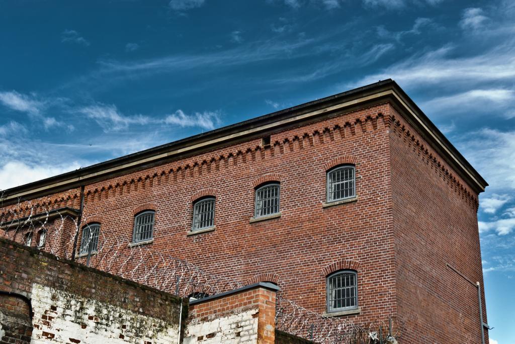 В Германии нет наказания для заключённого, который пытается сбежать из тюрьмы. Подобные действия расцениваются как основной человеческий инстинкт быть свободным. (martin)