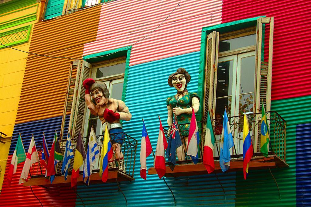 Улица Каминито в Буэнос-Айресе занимает девятое место. Это оживлённое место с разноцветными домами очень популярно среди туристов. (Daniel Garcia Neto)