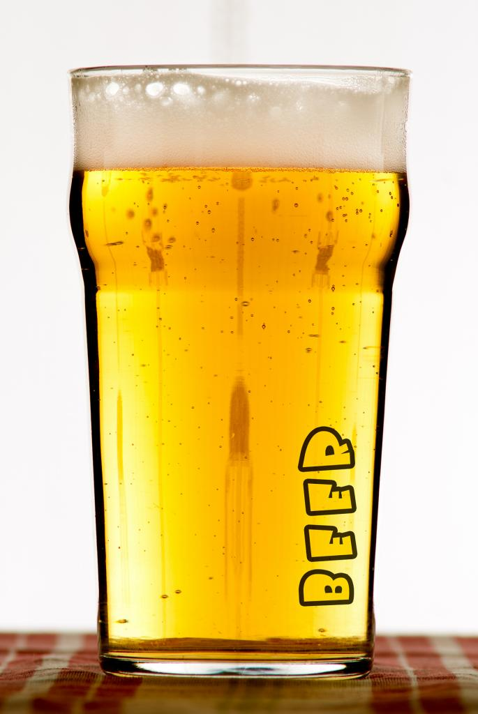 Власти Амстердама платят пивом алкоголикам за уборку улиц: официальная дневная зарплата составляет 5 банок пива, пачку сигарет и €10 в день. (Anssi Saviluoto)
