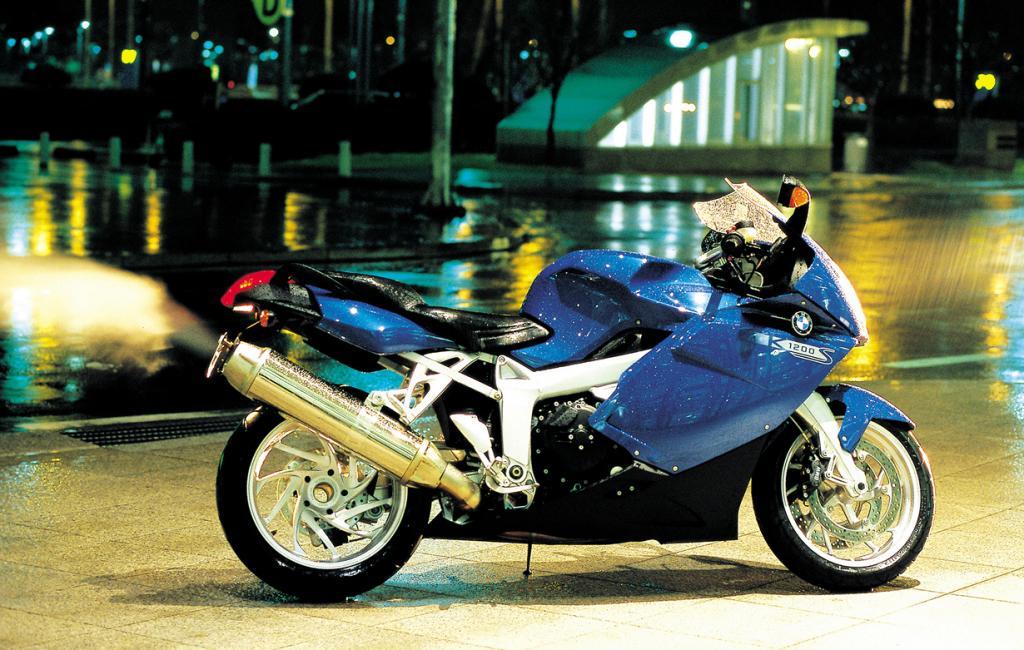 BMW K 1200 S. Максимальная скорость мотоцикла — 290 км/час. (Sungwon Kim)