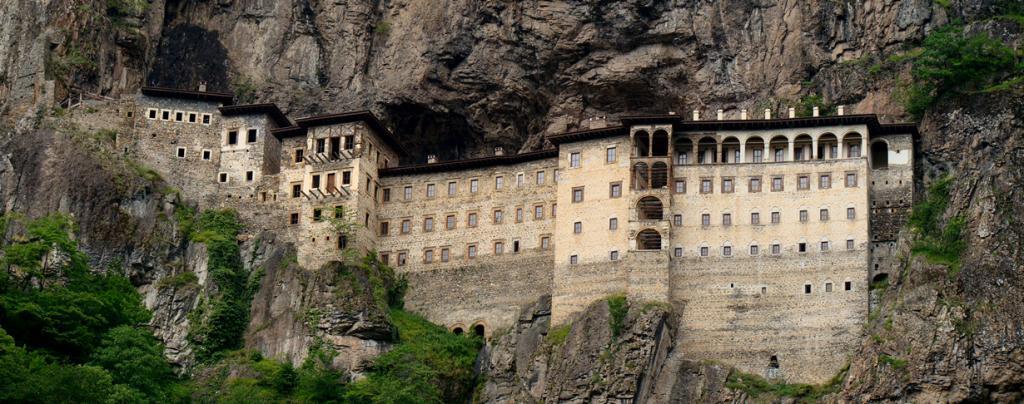 Турция. Православный монастырь Панагия Сумела. Постройка расположена на меловой скале Трабзона. (Bjørn Christian Tørrissen)