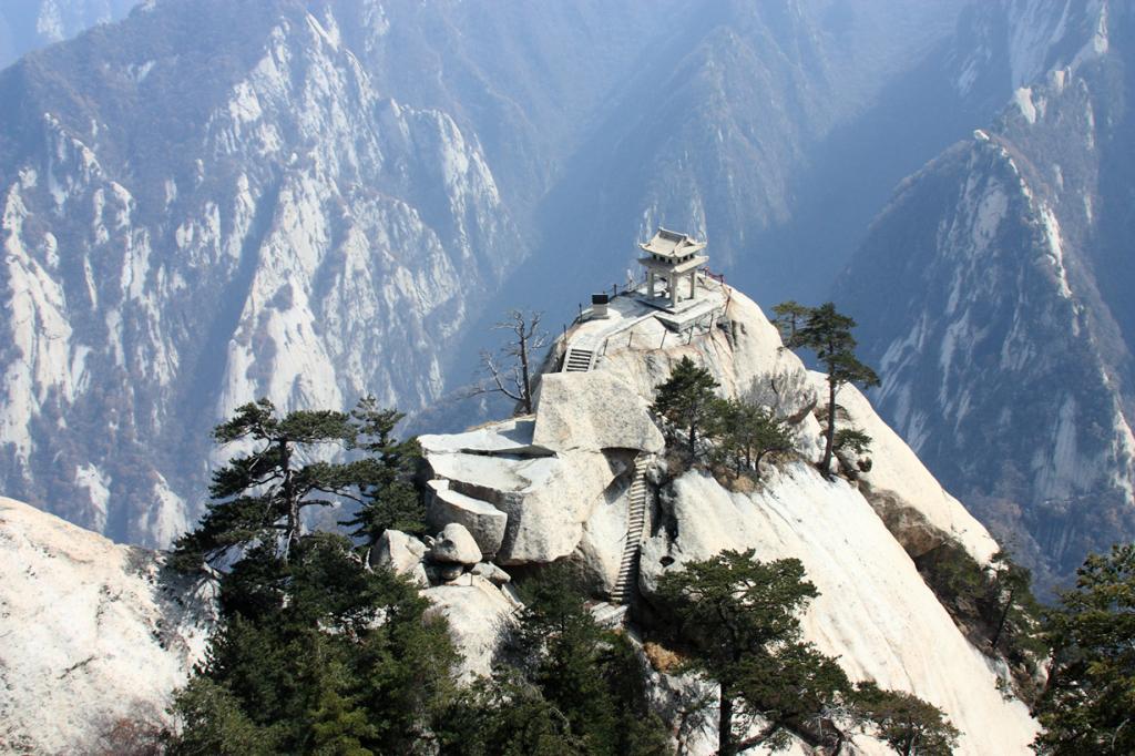 Китай. Провинция Шэньси. Китайский павильон на горе Хуашань. (strudelt)