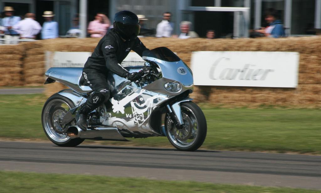 MTT Turbine Superbike Y2K. Максимальная скорость мотоцикла — 402,3 км/час.(Supermac1961)