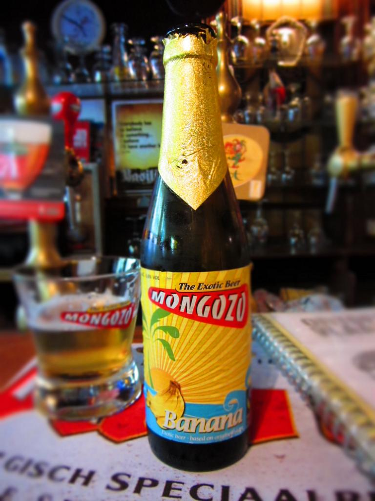 В Африке варят пиво из бананов. (Victoria Reay)