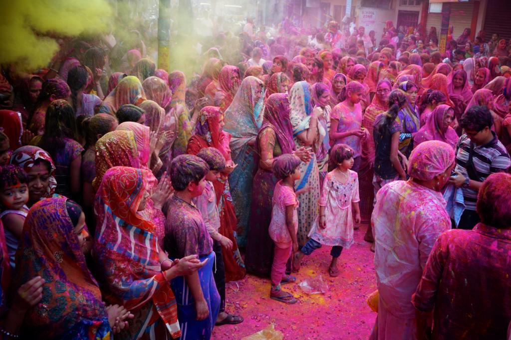 Индия. Фестиваль Холи. Мероприятие проводится ежегодно в конце февраля — начале марта и длится на протяжении пяти дней. Программа фестиваля включает уличные баталии разноцветными порошками. (Rajesh_India)