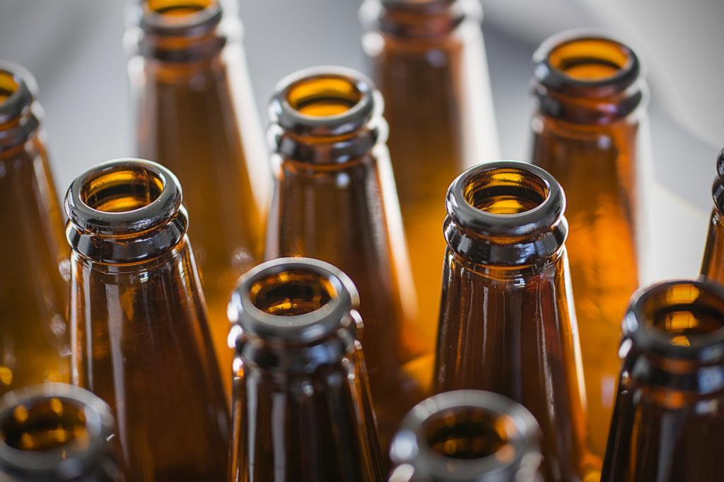 По статистике, в любой отдельно взятый момент времени примерно 0,7% населения планеты употребляют алкоголь — это означает, что 50 млн человек выпивают прямо сейчас. (Jamie Dobson)