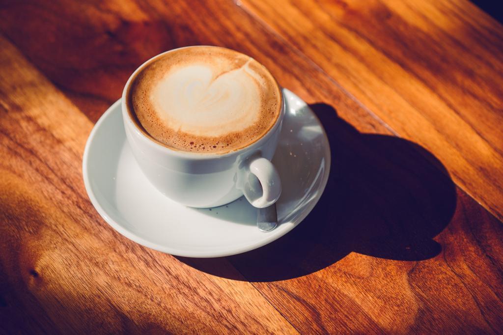 Беременным женщинам рекомендуется уменьшить привычную дозу кофеина. Чрезмерное употребление чая, кофе, может стать причиной низкой массы тела ребёнка и привести к осложнениям во время родов. Допустимо не более двух чашек в день. (Asher Isbrucker)