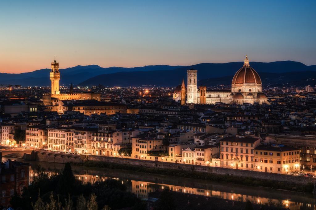 Восьмым местом была удостоена площадь Микеланджело, с которой открывается прекрасный панорамный вид на Флоренцию. (Justin Brown)