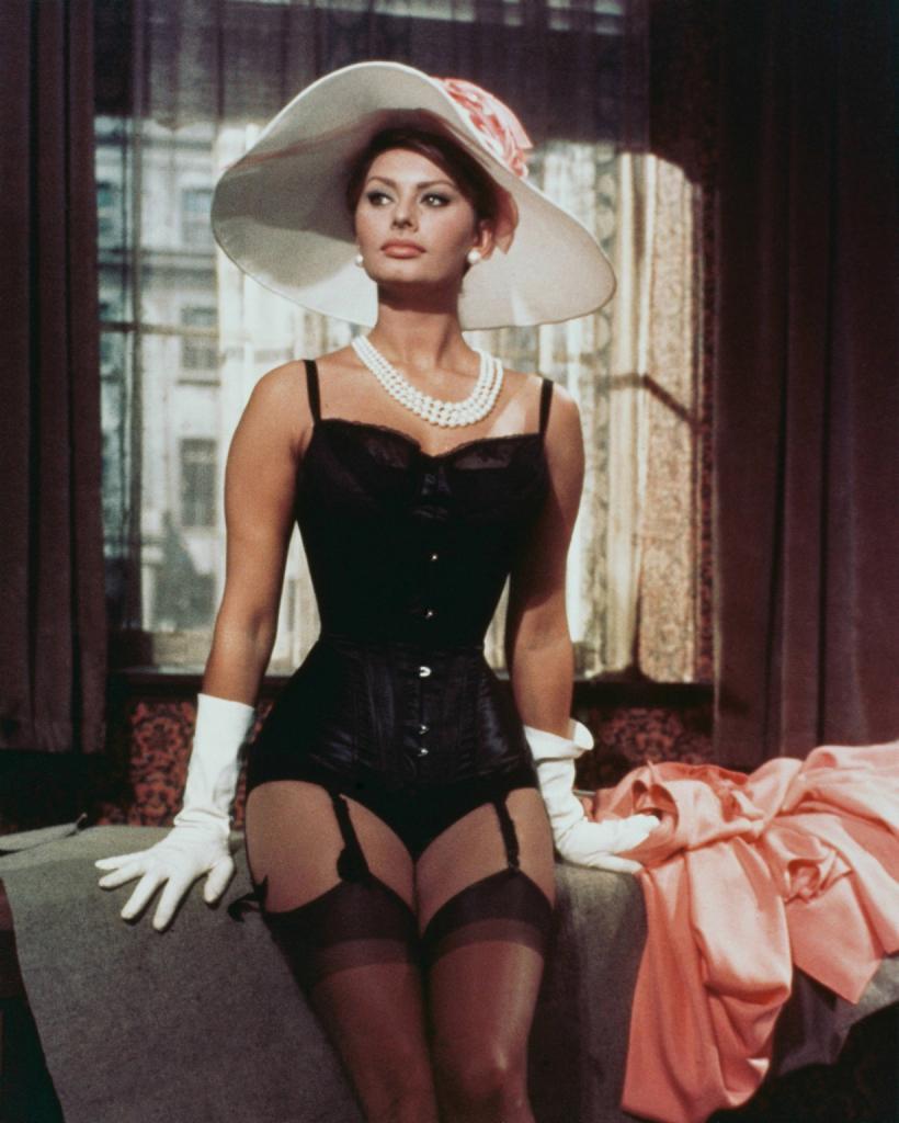 Кадр из фильма «Вчера, сегодня, завтра», 1963 год