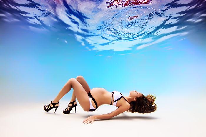 Фотограф из Флориды окунул беременных женщин под воду