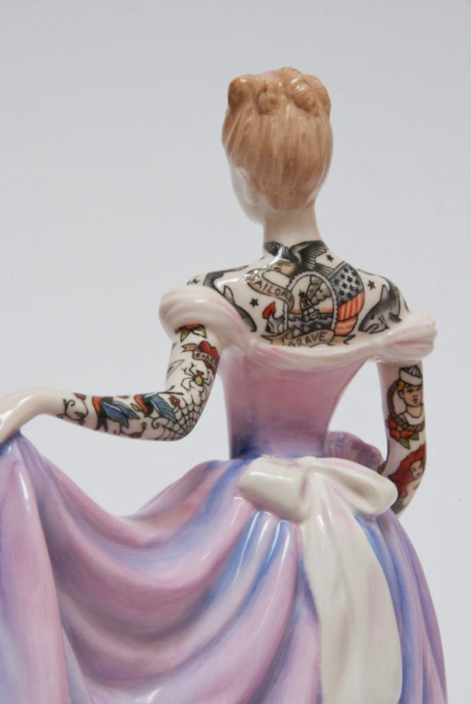 these-porcelain-dolls-have-the-most-amazing-tattoos3__700