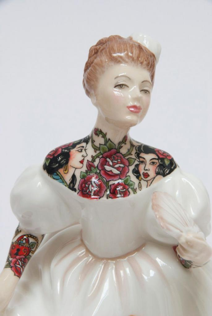 these-porcelain-dolls-have-the-most-amazing-tattoos6__700