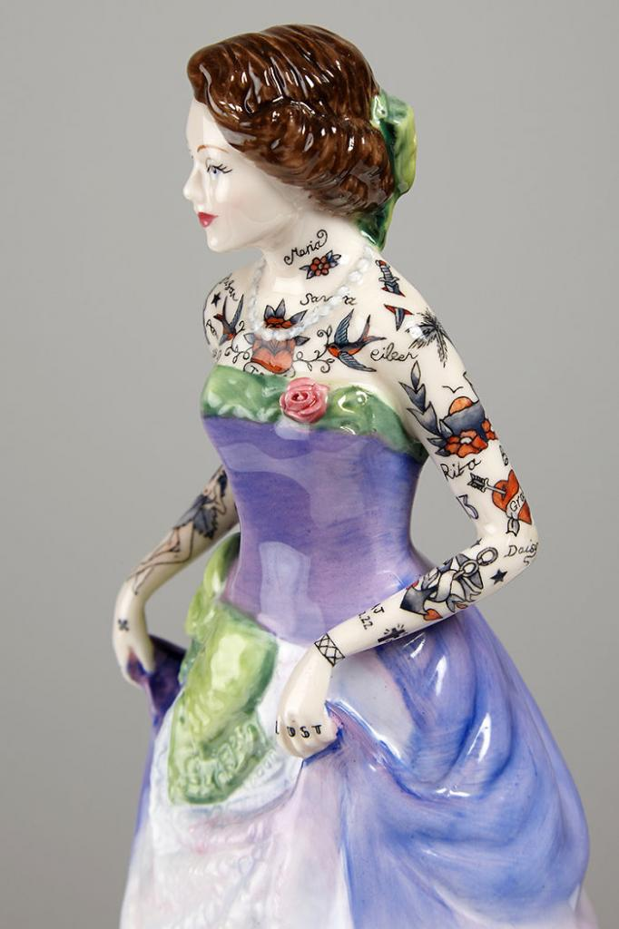 these-porcelain-dolls-have-the-most-amazing-tattoos__700