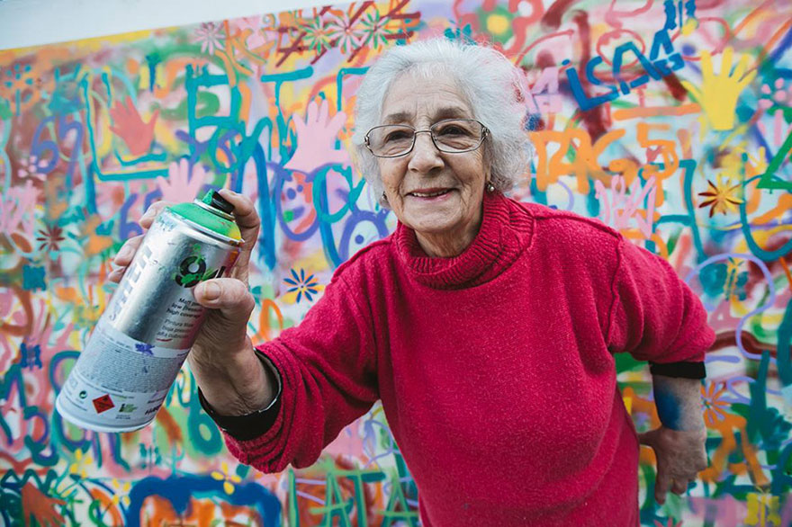 elderly-paint-graffiti-lisbon-lata-65-10