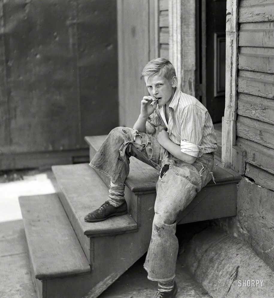 Юнец в трущобах Балтимора, 1938 год