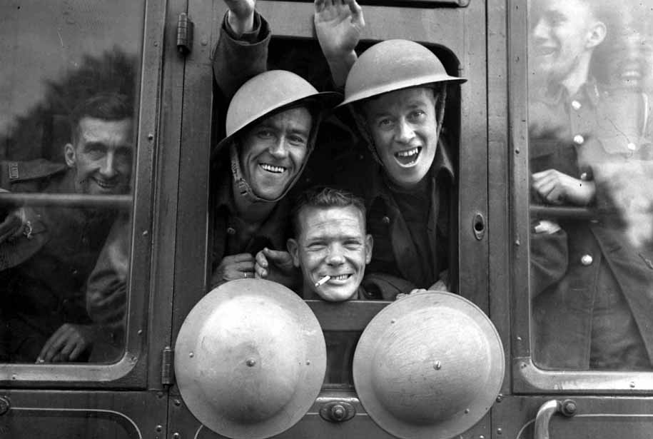 Британские солдаты во время отправки на Западный фронт, 20 сентября 1939 года