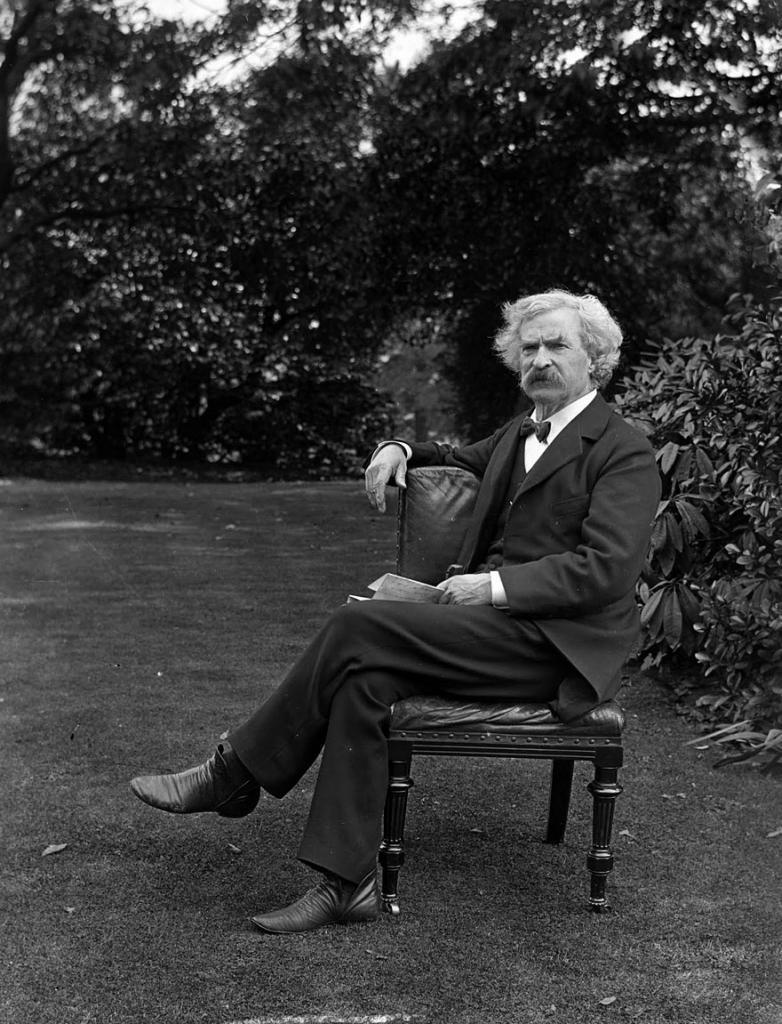 Марк Твен в саду, 1900 год