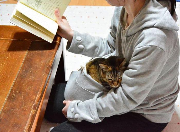hoodie-cat-pouch-pocket-sweatshirt-mewgaroo-14