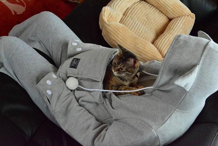 hoodie-cat-pouch-pocket-sweatshirt-mewgaroo-5