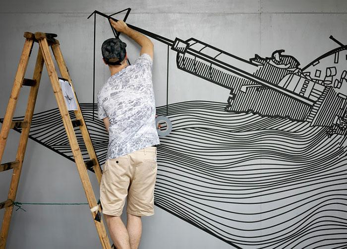 Изолента вместо краски. Прекрасный стрит-арт из подручных материалов.