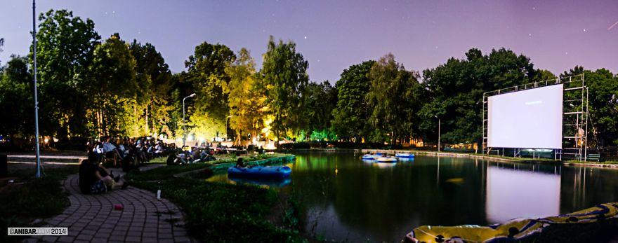 Кинотеатр на озере Анибар, Косово