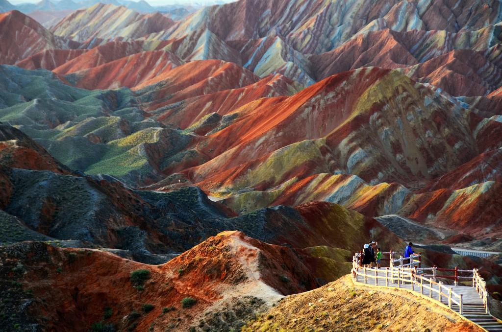 Цветные скалы Китая
