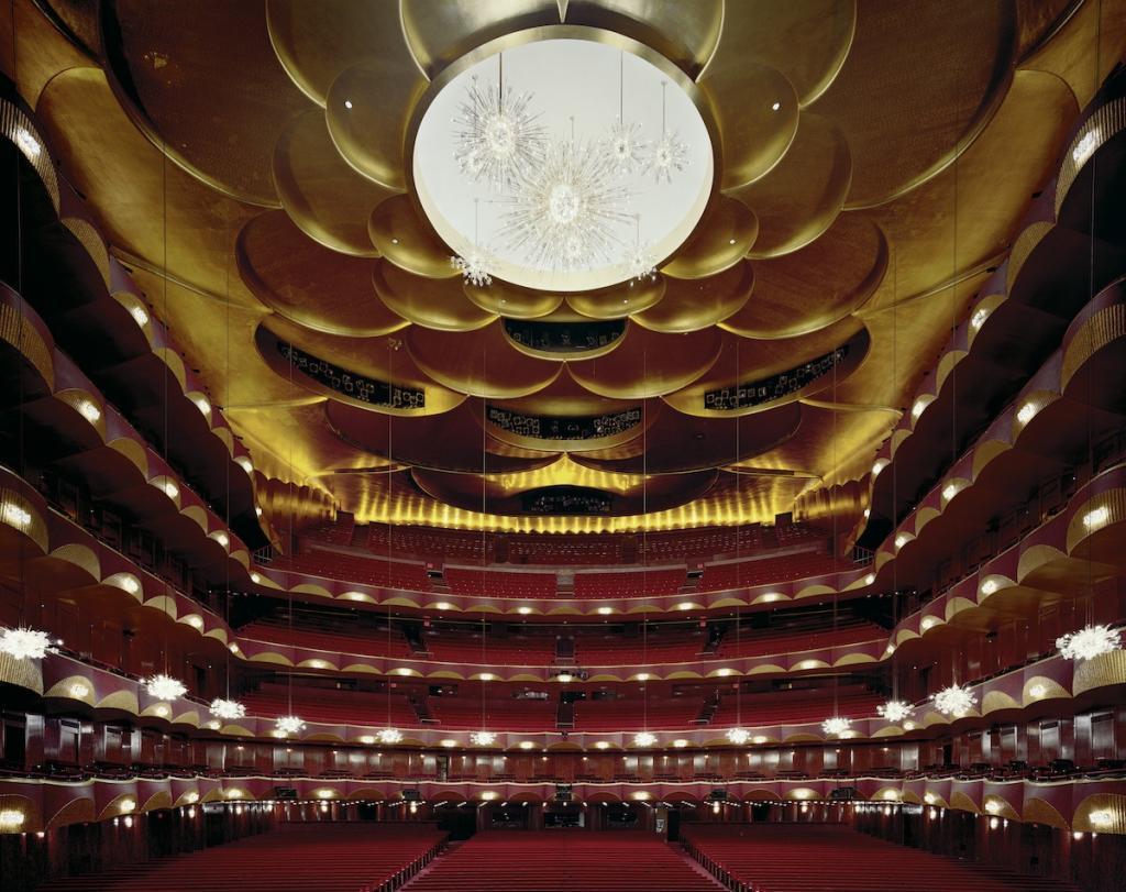 Метрополитен-опера в Нью-Йорке